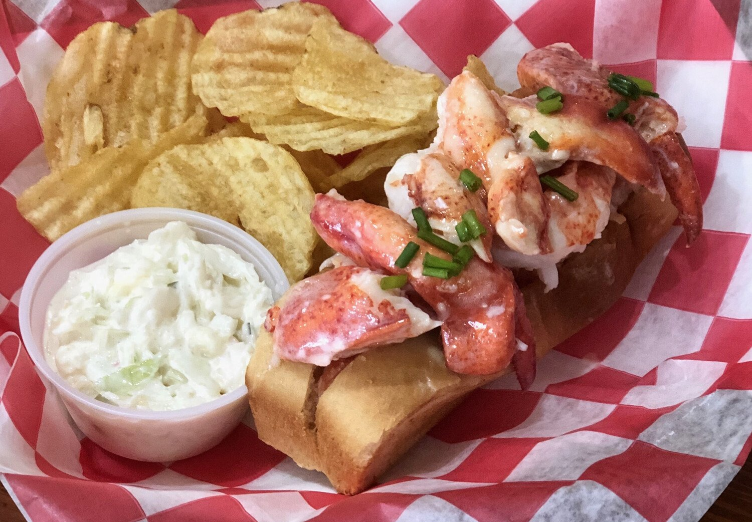 hot lobster roll with chips